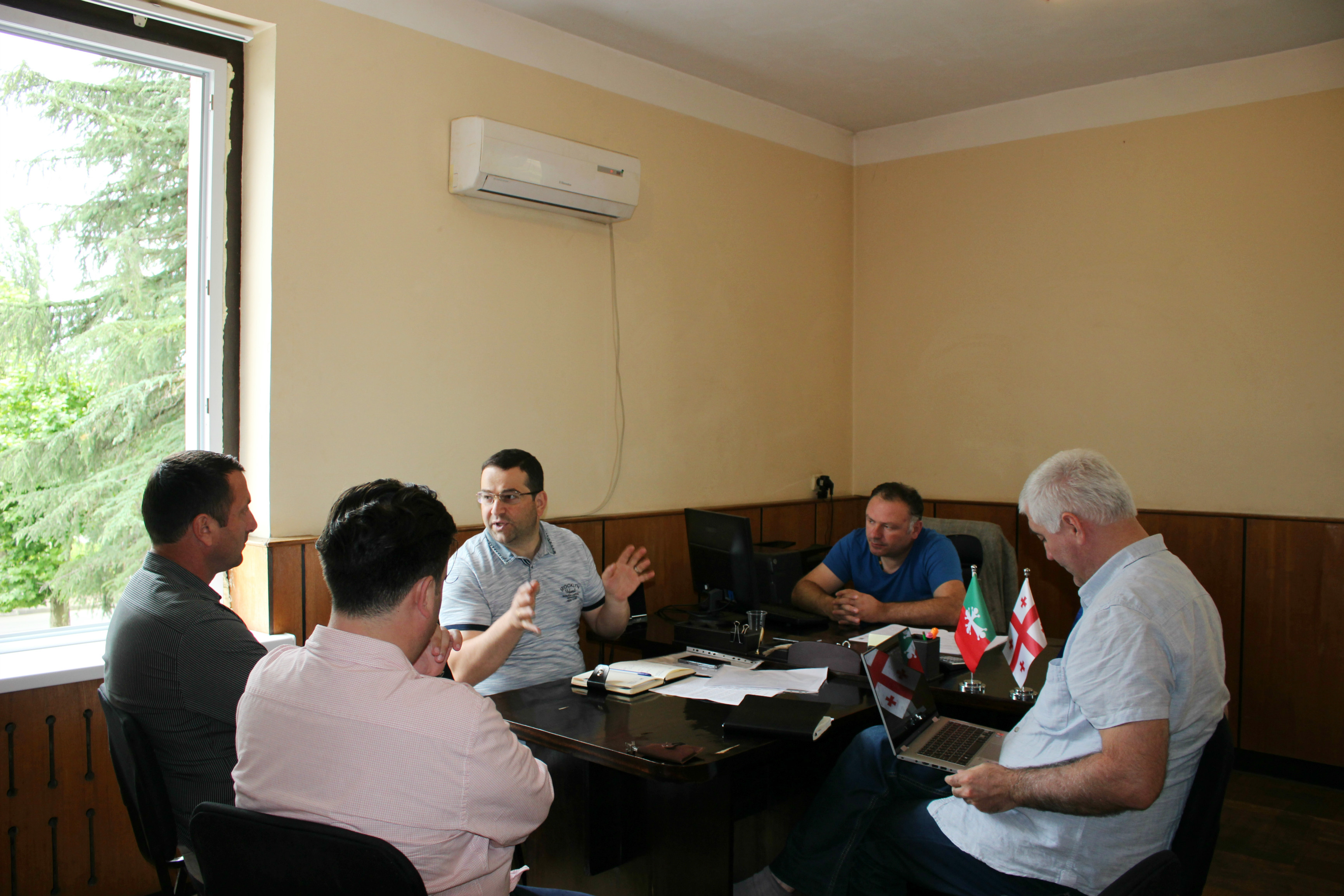 Municipal Council has competence for settling the issues, though it often fails to apply it (EN)