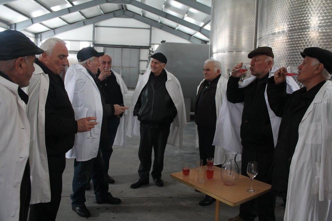 ხანდაზმულებმა ქედაში ღვინის ქარხანა დაათვალიერეს
